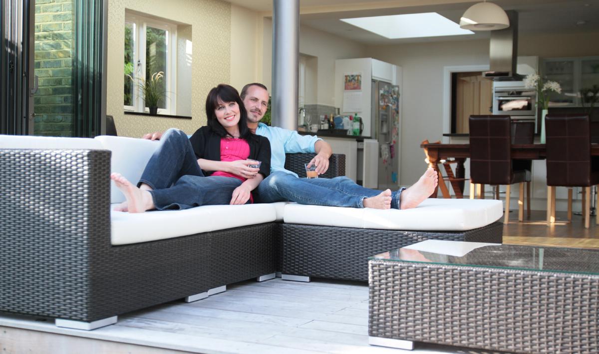 Garden sofa traditional vs contemporary luxury garden for Modern vs classic furniture